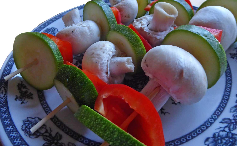 Gemüsespieße grillen